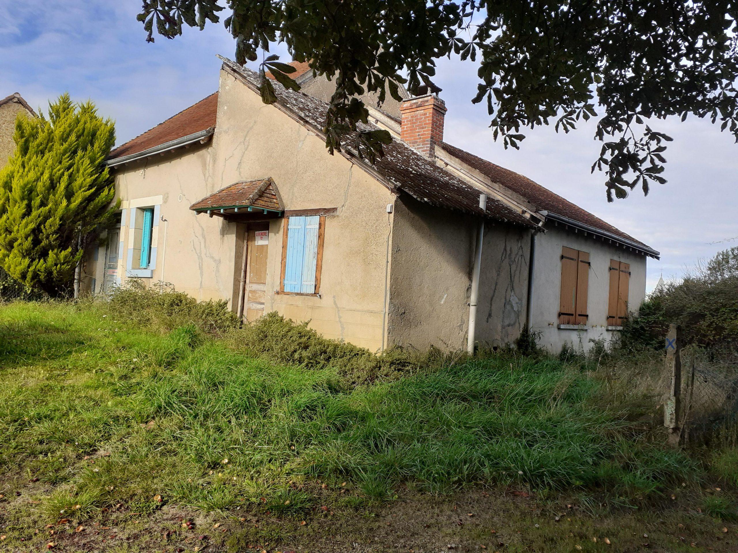Petite maison de plain-pied sur Bazaiges à rénover entièrement !